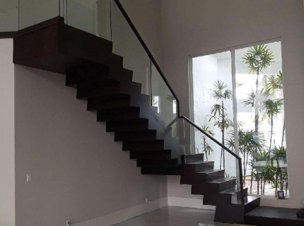 glass-banister-system-with-wood-hand-rail-and-custom-treads-and-risers-system-psycho-design